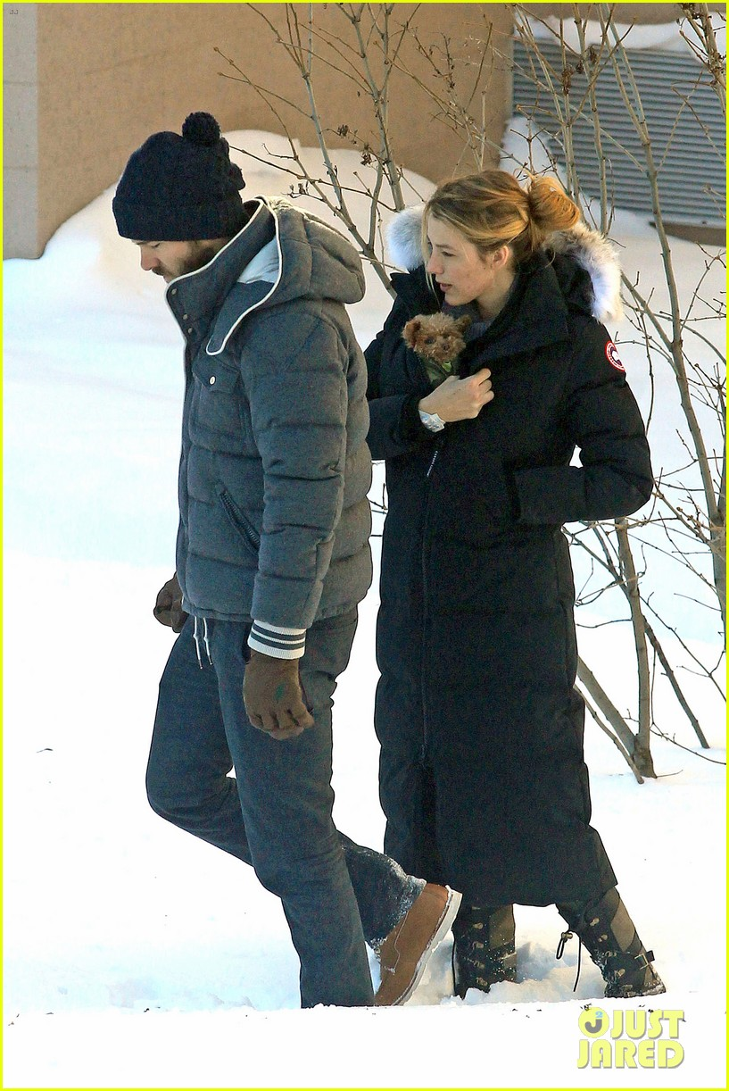 blake lively ryan reynolds snowy weekend in canada 32