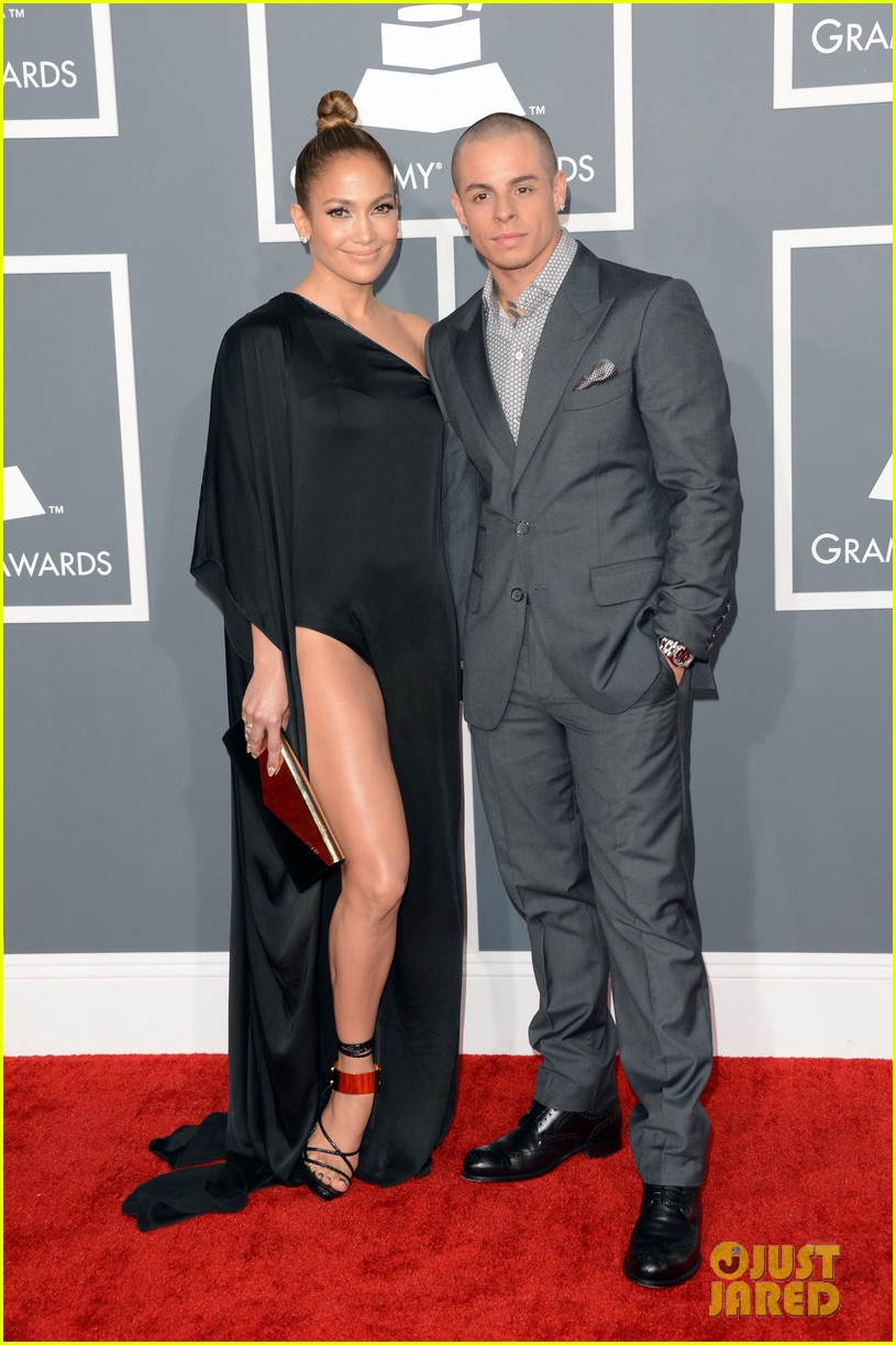 jennifer lopez grammys 2013 with casper smart 05
