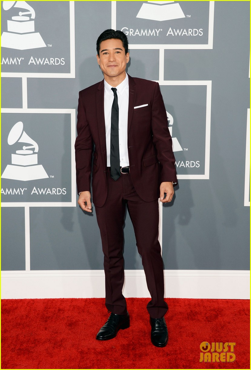 mario lopez maria menounos grammys 2013 red carpet 05