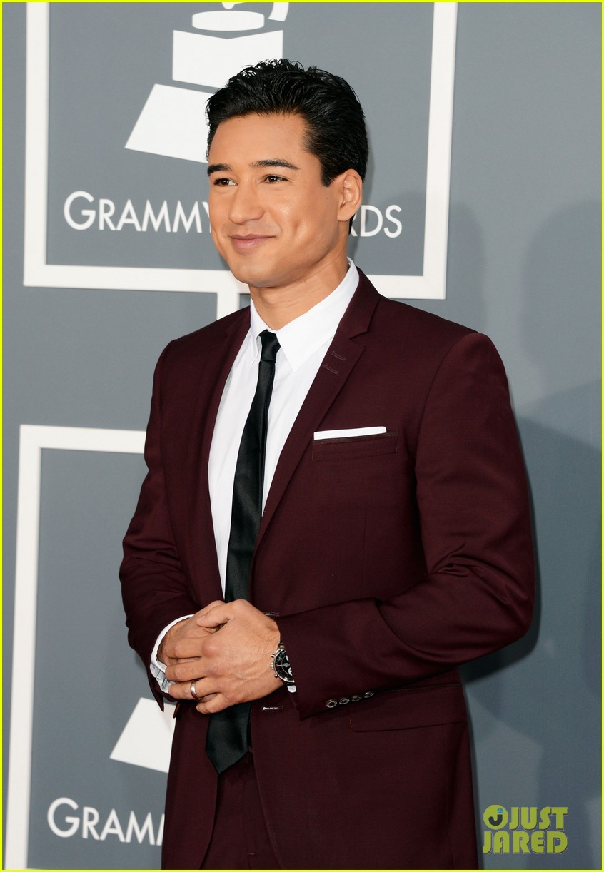 mario lopez maria menounos grammys 2013 red carpet 092809456