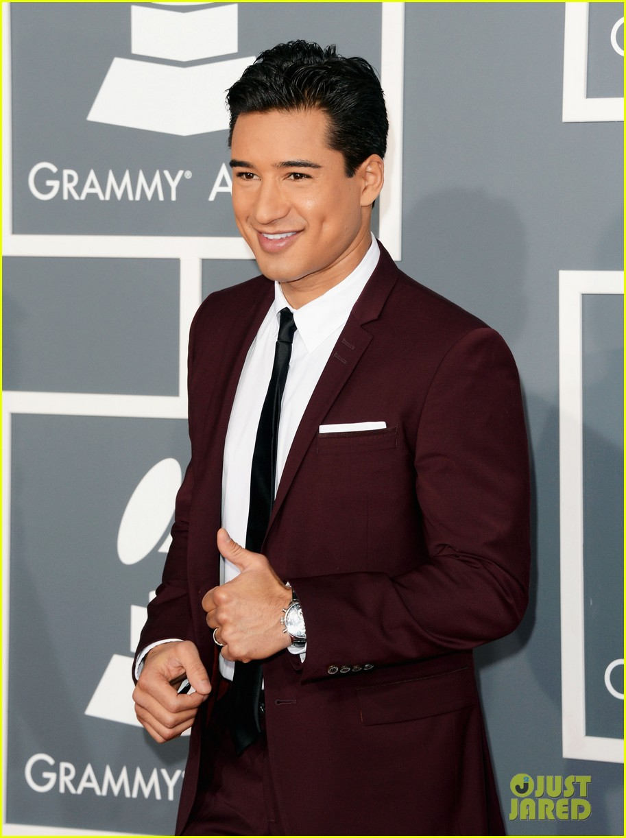 mario lopez maria menounos grammys 2013 red carpet 10
