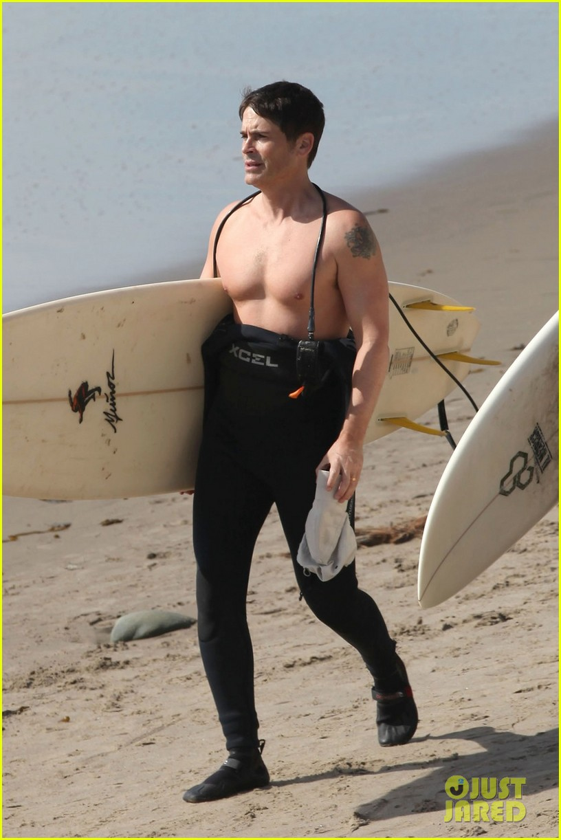 rob lowe shirtless super bowl sunday surfing 04