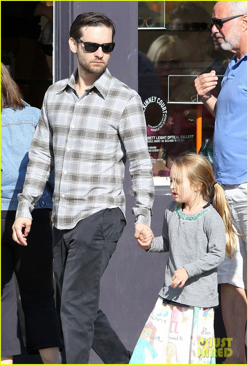 tobey maguire brunch with the family 142814449