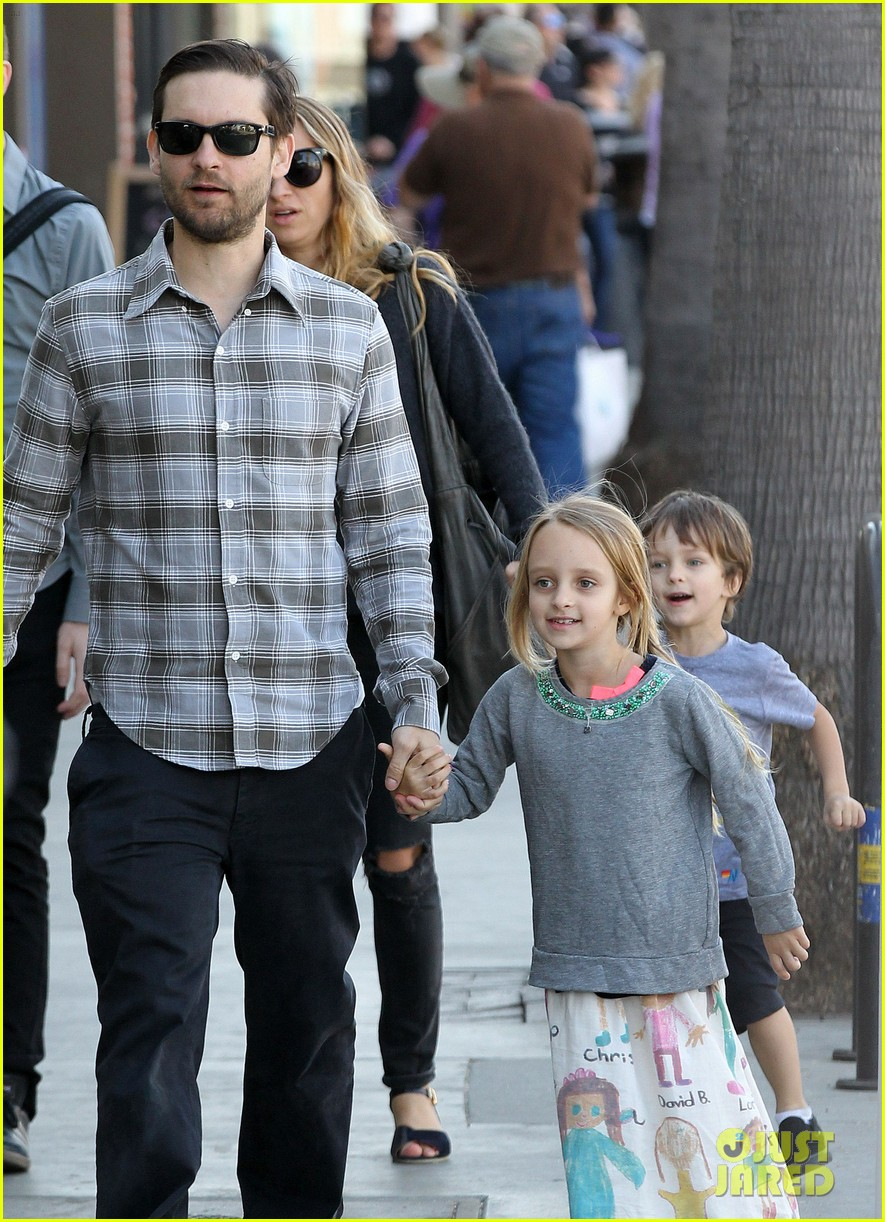 tobey maguire brunch with the family 212814456