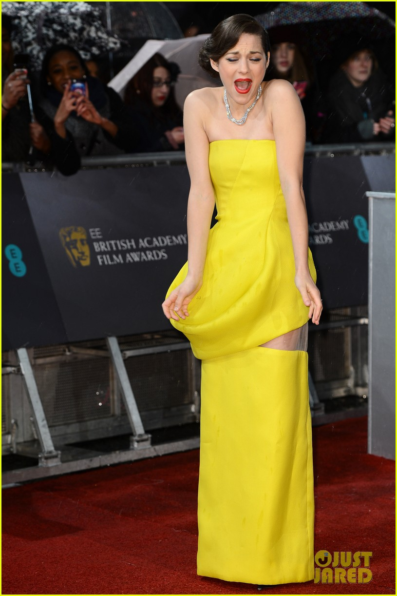 marion cotillard baftas 2013 red carpet 02