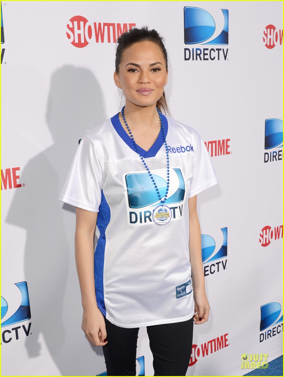 katharine mcphee chrissy teigen celebrity beach bowl gals 092803228