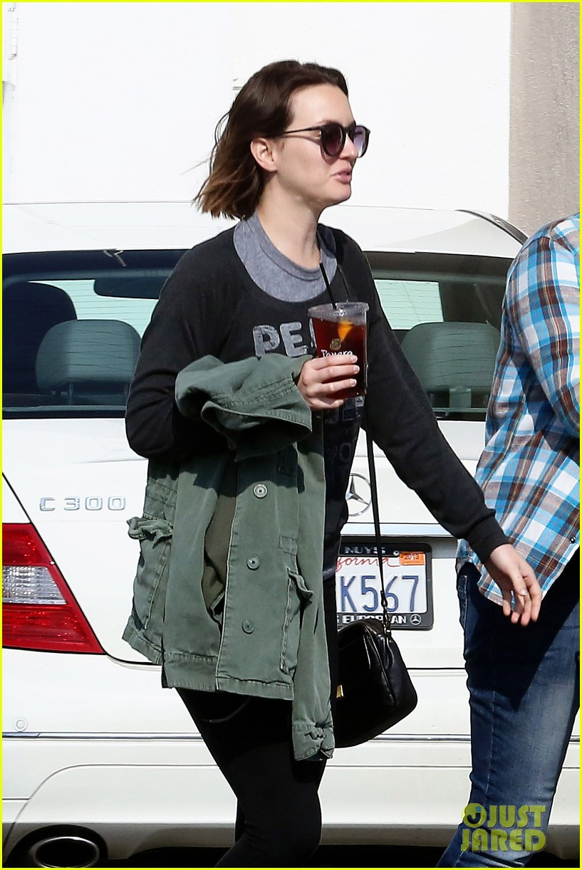 leighton meester lunches after night with adam brody 02
