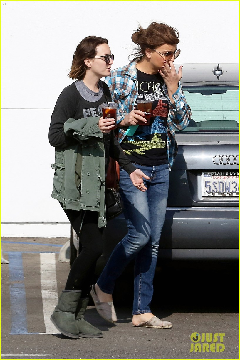 leighton meester lunches after night with adam brody 05