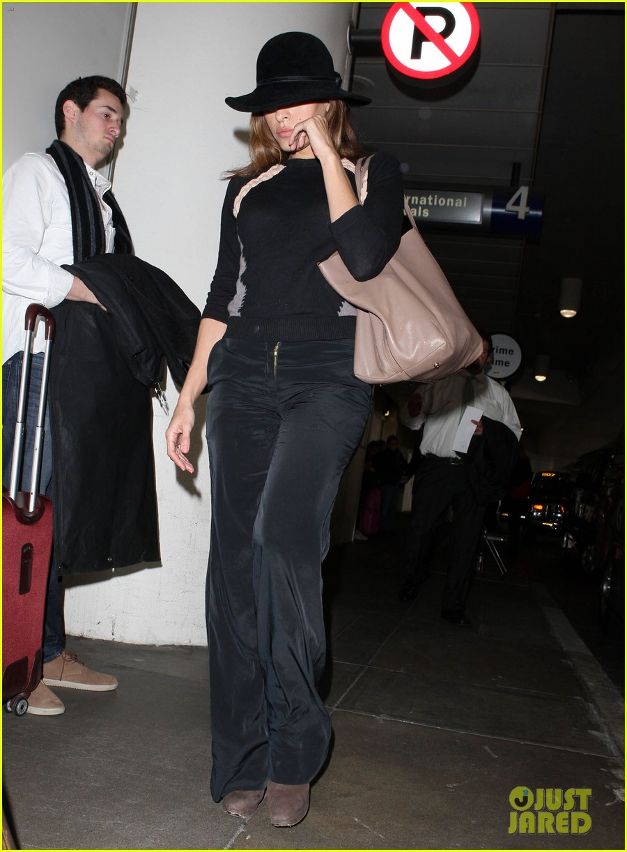 eva mendes takes flight after ryan gosling casting rumor 022806849