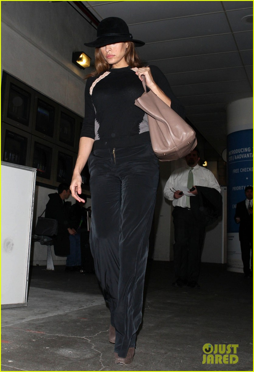eva mendes takes flight after ryan gosling casting rumor 09