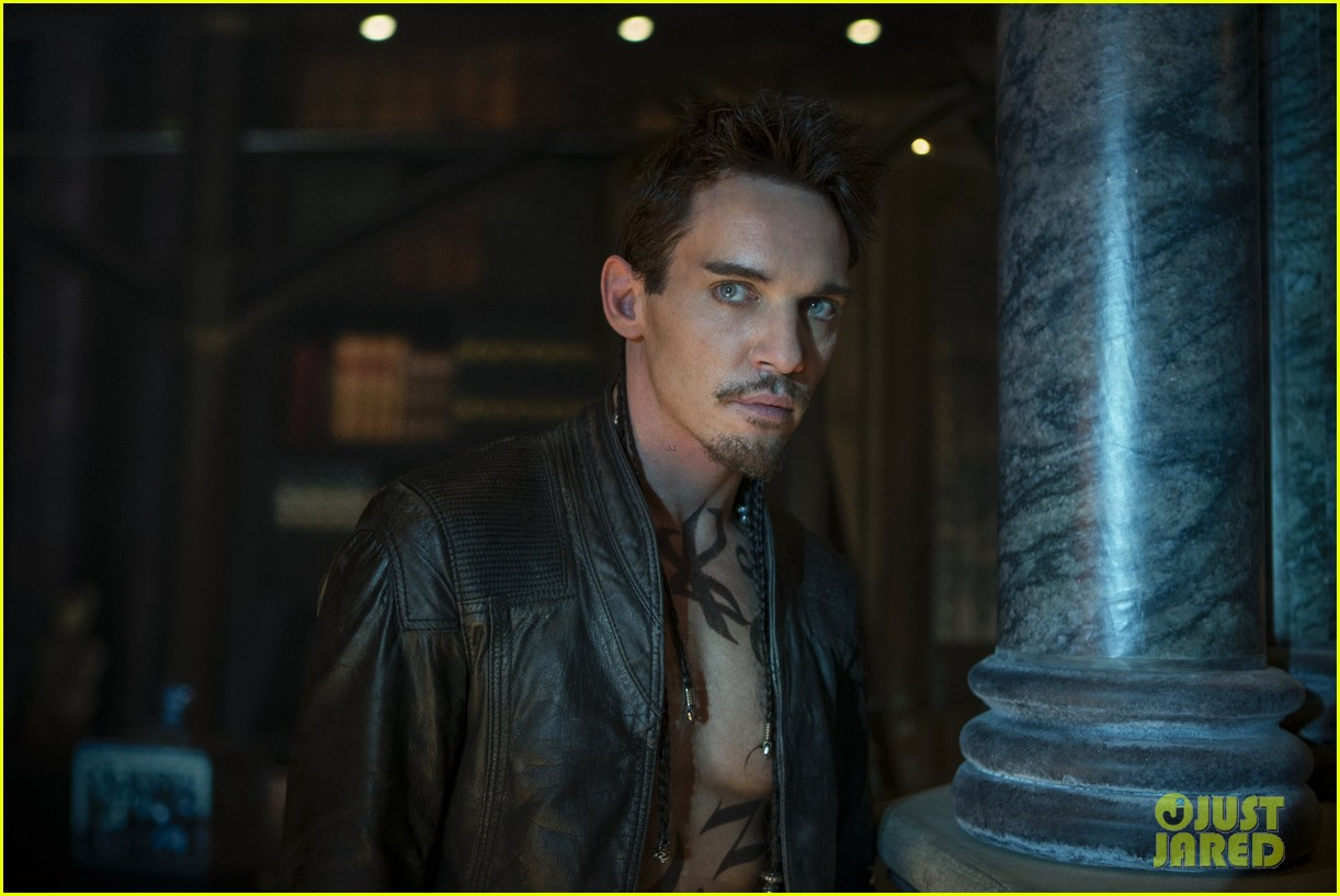 jonathan rhys meyers mortal instruments still exclusive 05 The Mortal Instruments: une semaine damour mortel