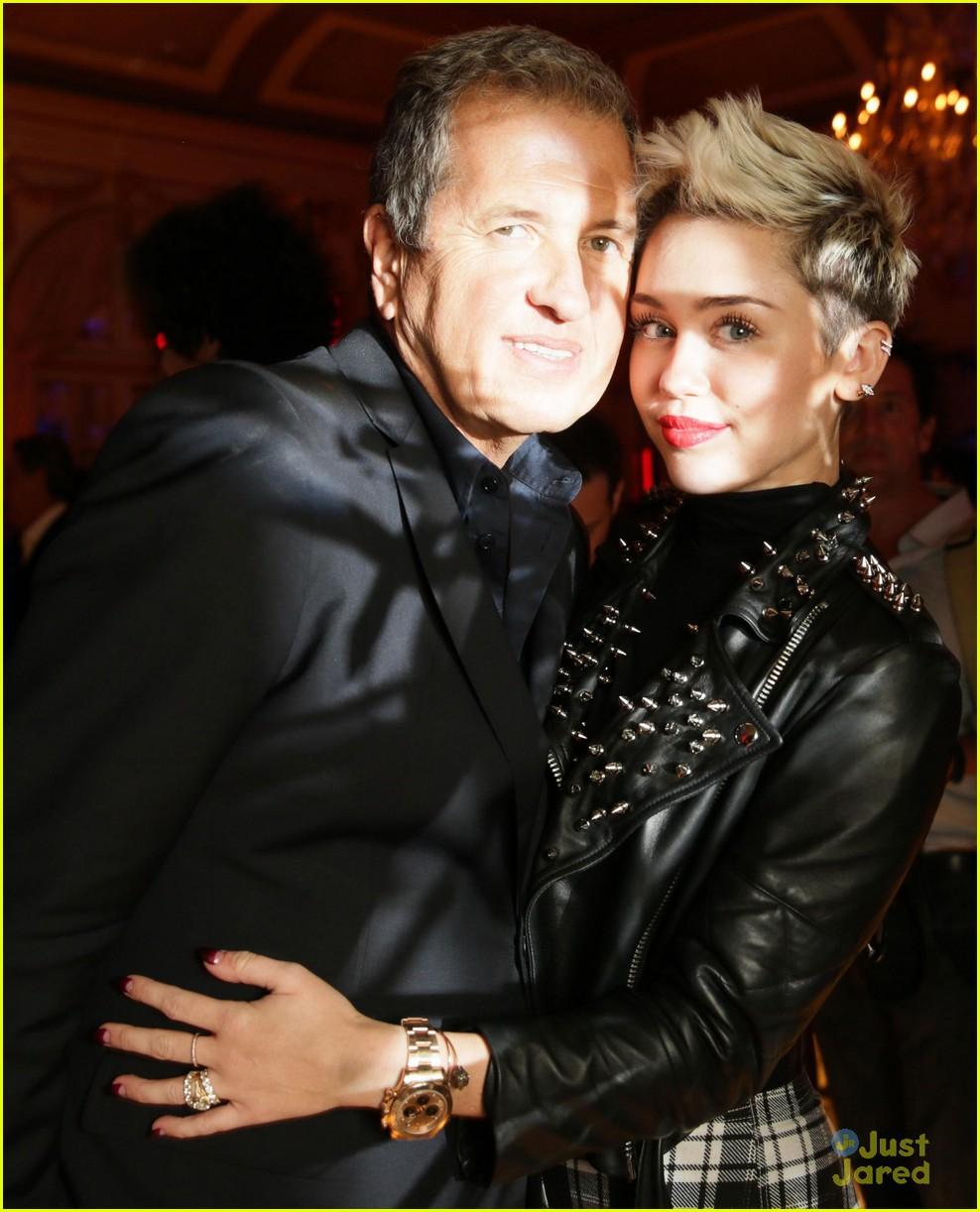 miley cyrus mario testino prism exhibit reception 05