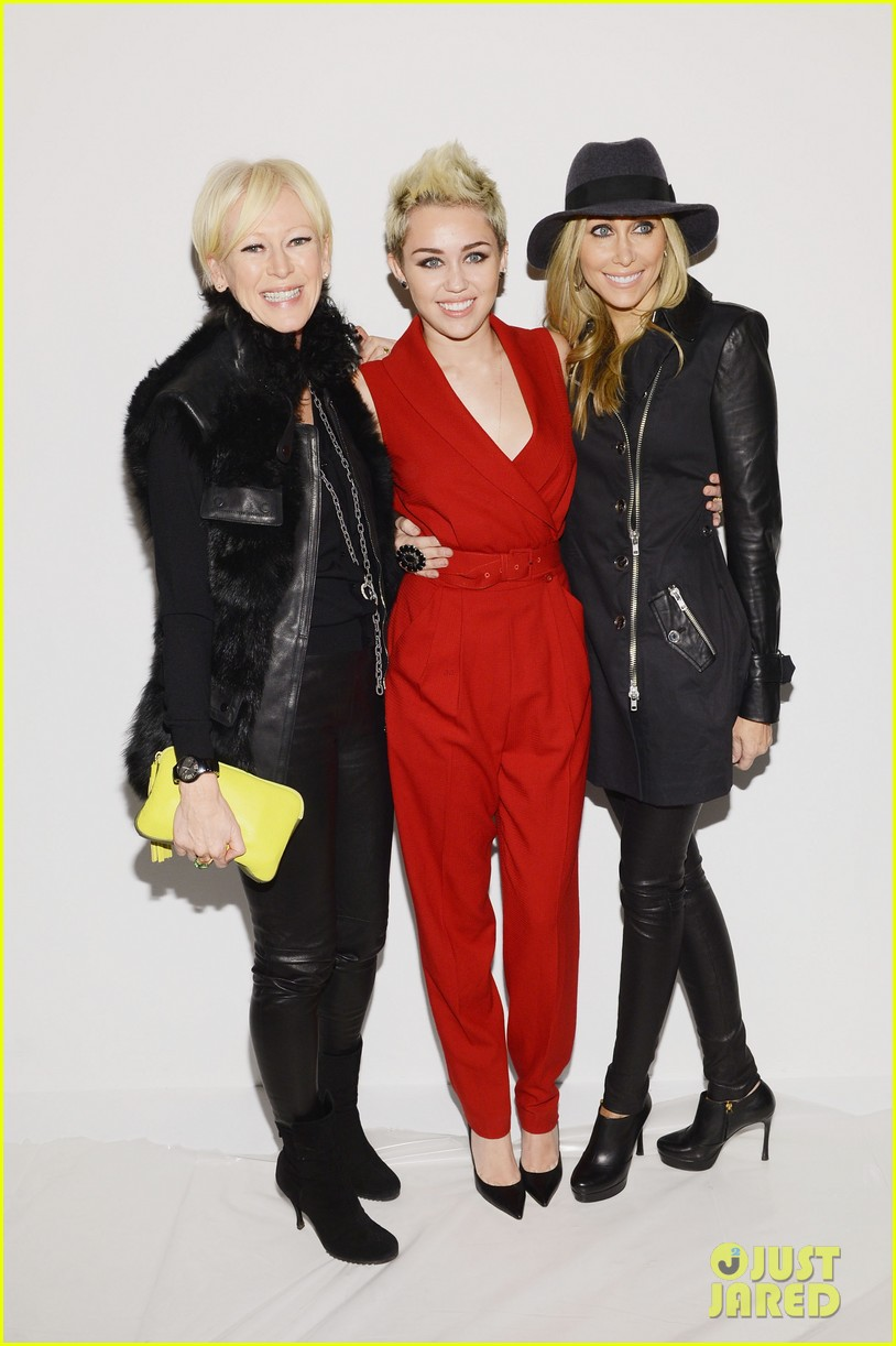 miley cyrus rachel zoe fashion show with mom tish 22