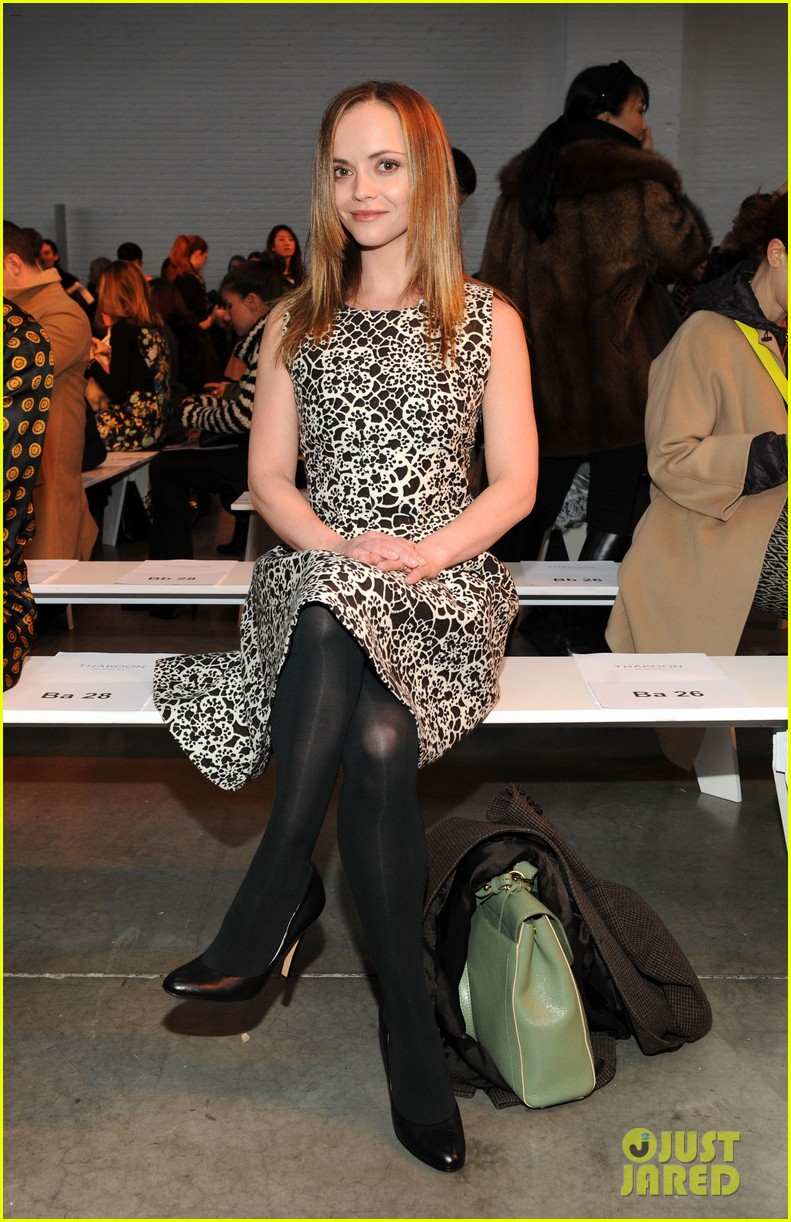 julianne moore jaime king fashion shows in new york 062809820