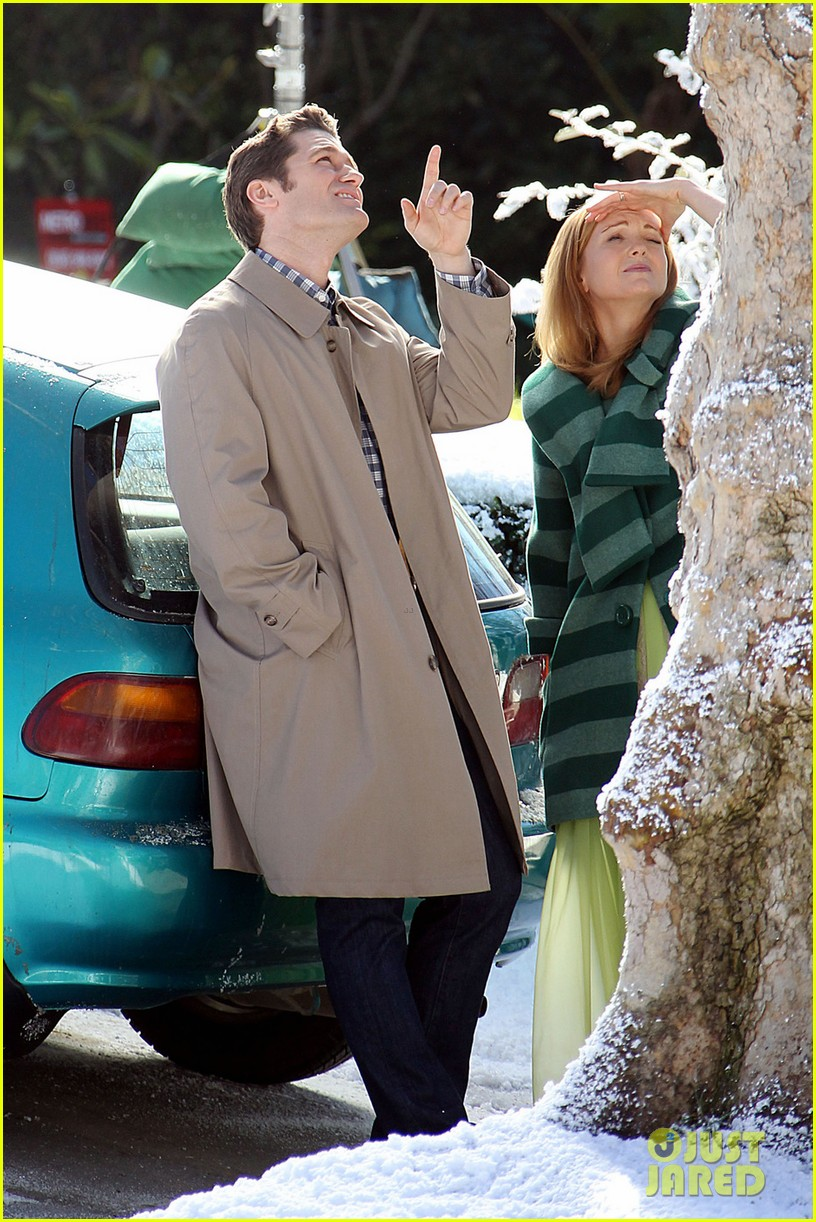 matthew morrison winter wonderland on glee set 04