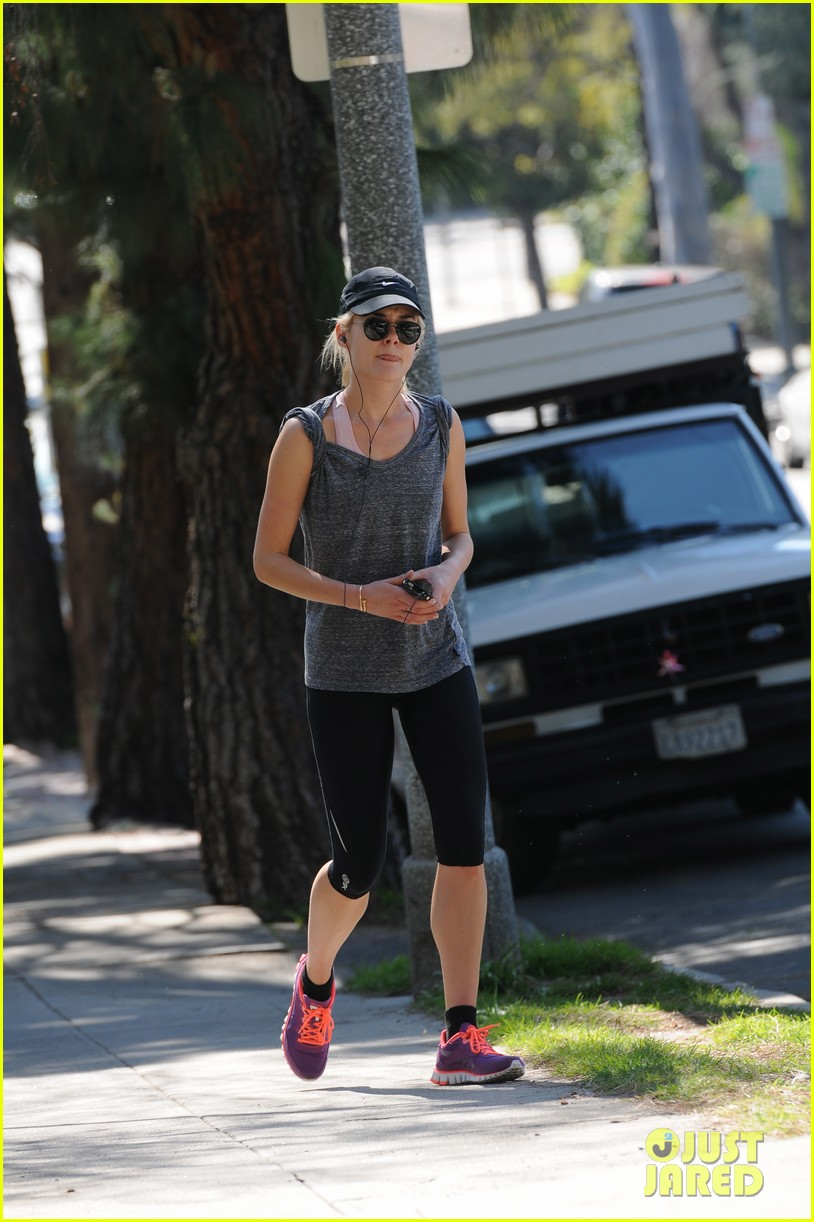 carey mulligan runyon canyon runner 01