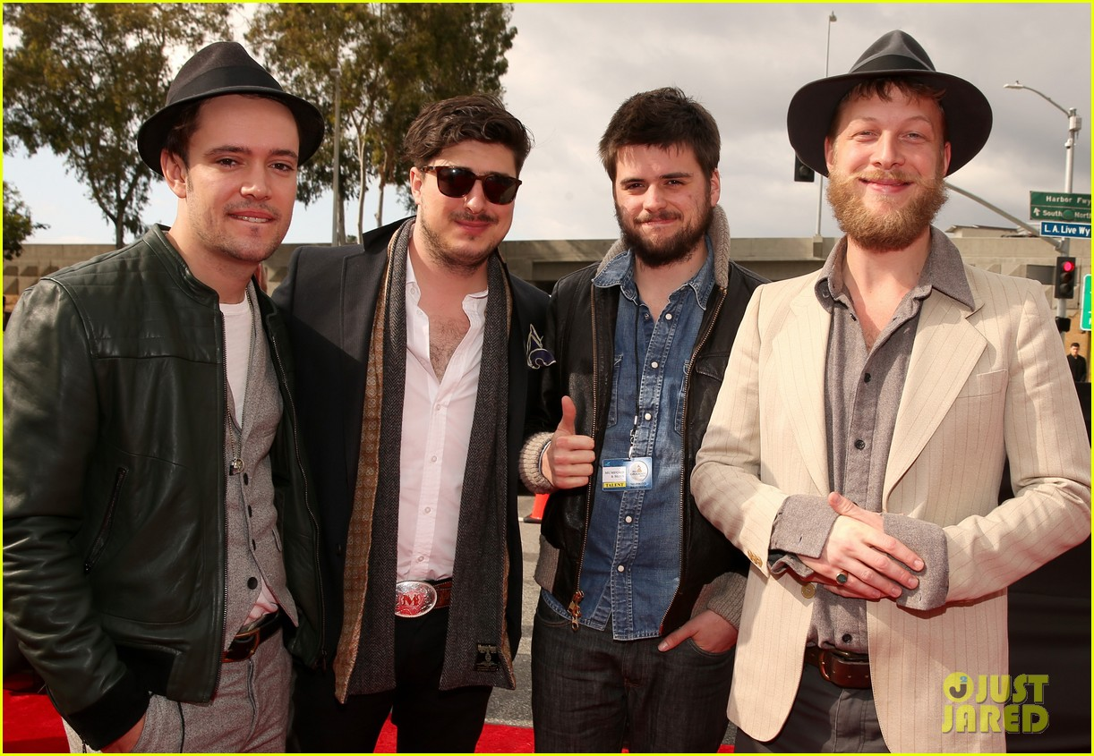 mumford sons gramms 2013 red carpet 04