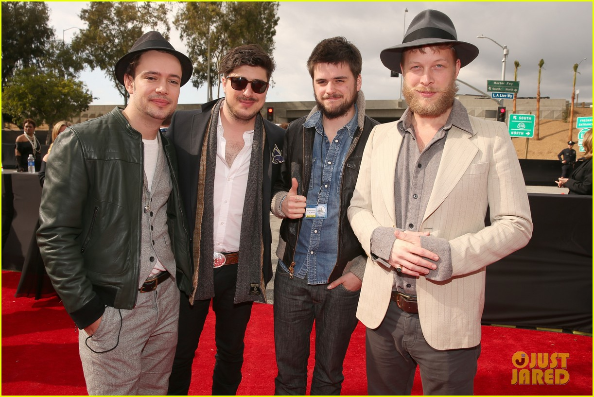 mumford sons gramms 2013 red carpet 06