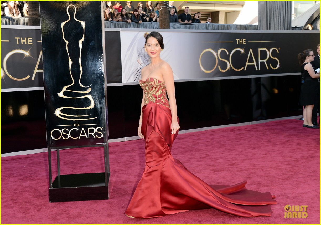 olivia munn oscars 2013 red carpet 03