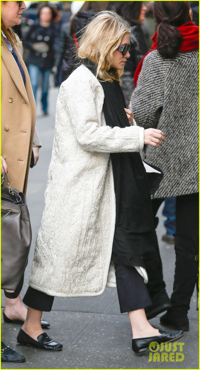 mary kate ashley olsen separate nyc outings 01