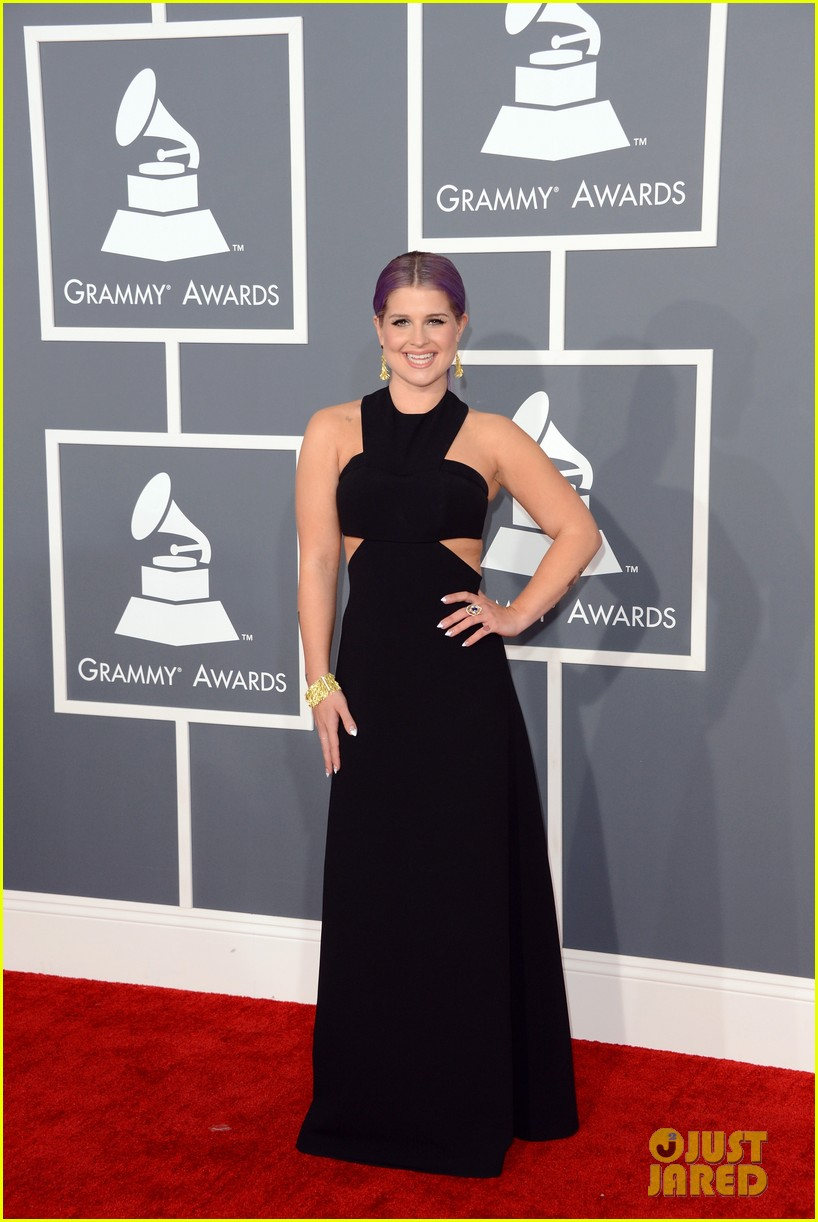 kelly osbourne grammys 2013 red carpet 05