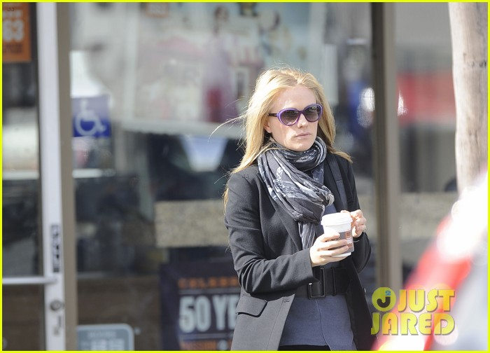 anna paquin friday coffee stop 072808690