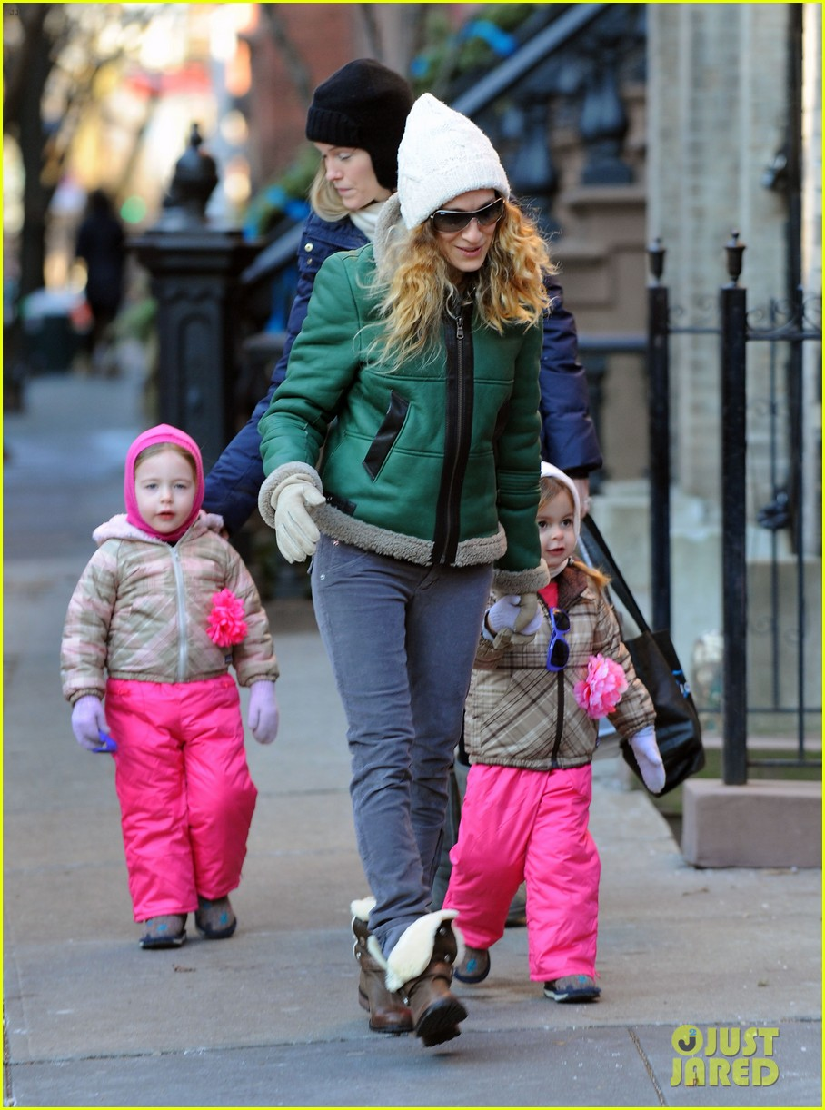 sarah jessica parker bundled up in the big apple 072805119