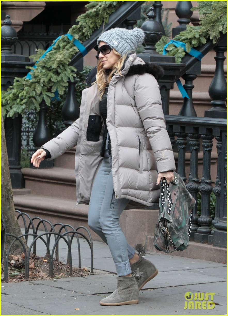 sarah jessica parker bundled up in the big apple 282805140