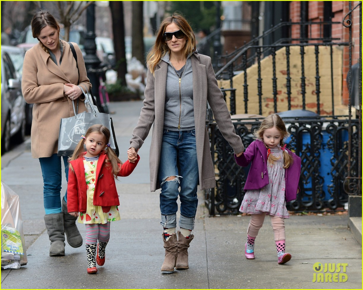 sarah jessica parker morning walk with the twins 25