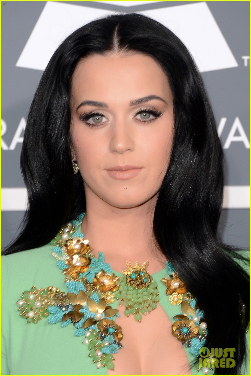 katy perry grammys 2013 red carpet 02