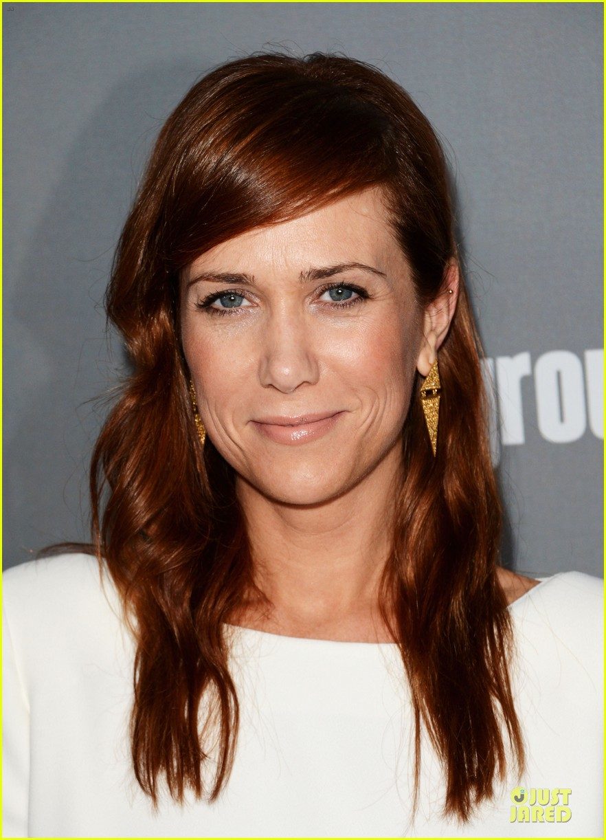 amy poehler kristen wiig cdg awards 2013 red carpet 04