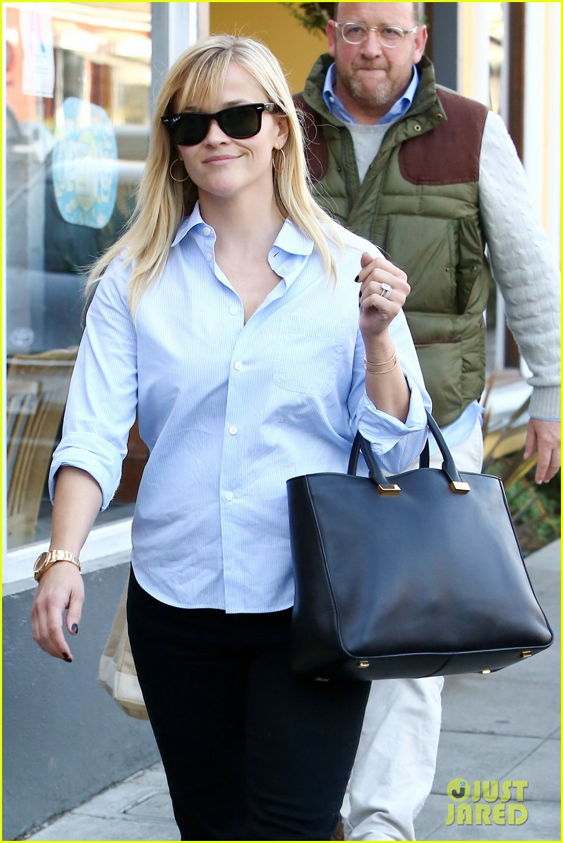 reese witherspoon post lunch shopping trip 02