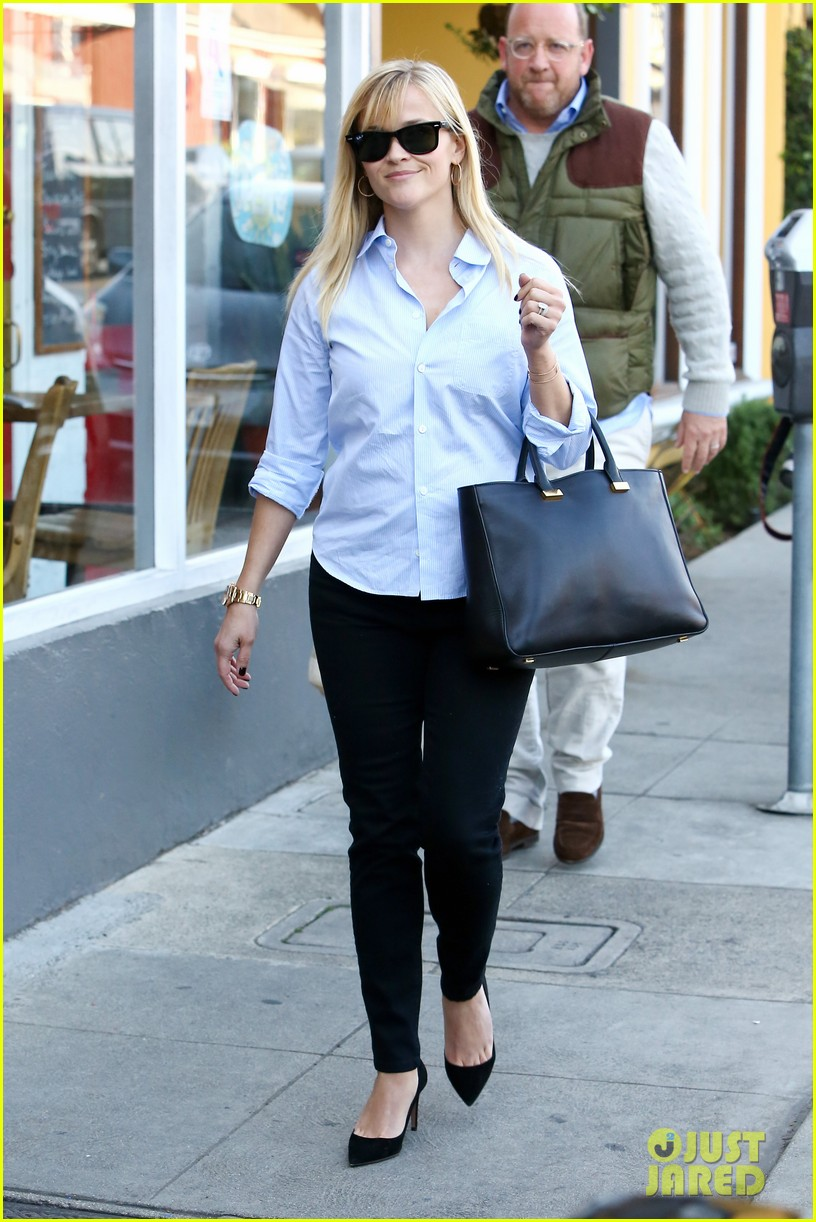 reese witherspoon post lunch shopping trip 092806447