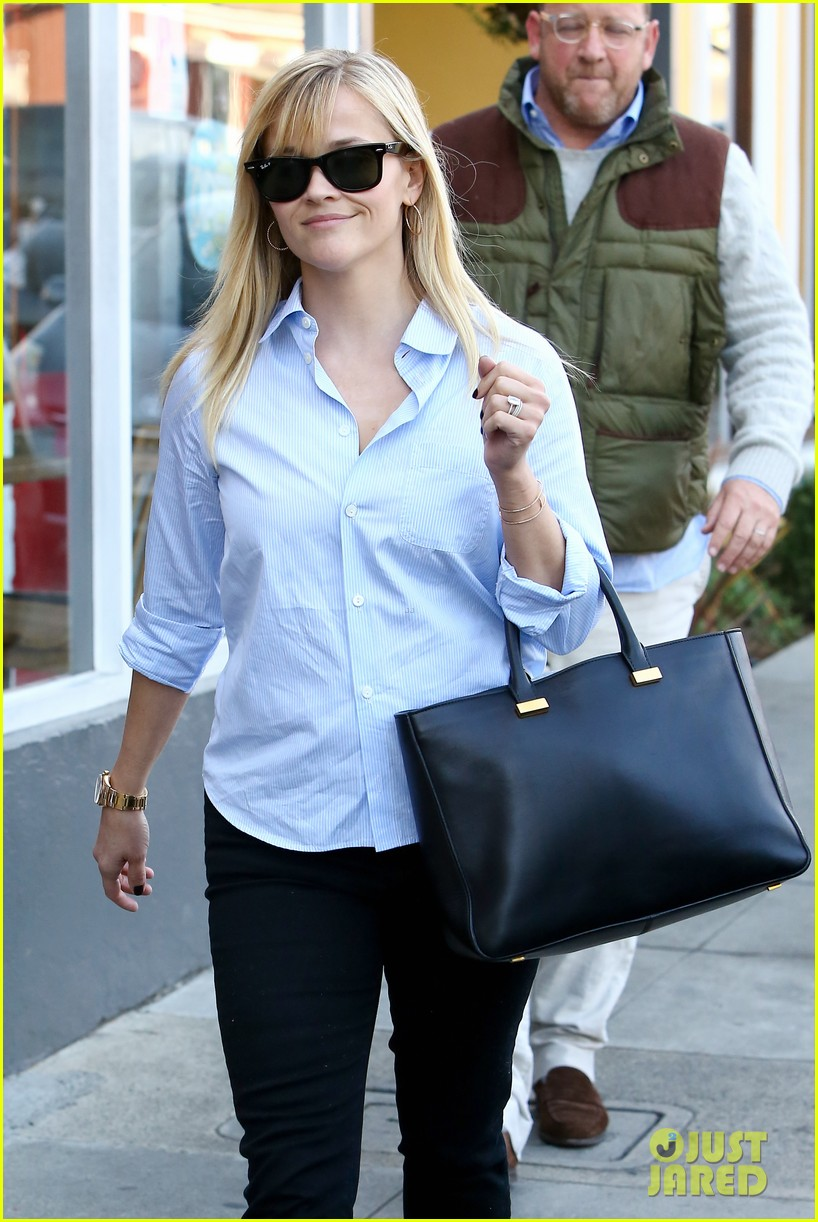 reese witherspoon post lunch shopping trip 10