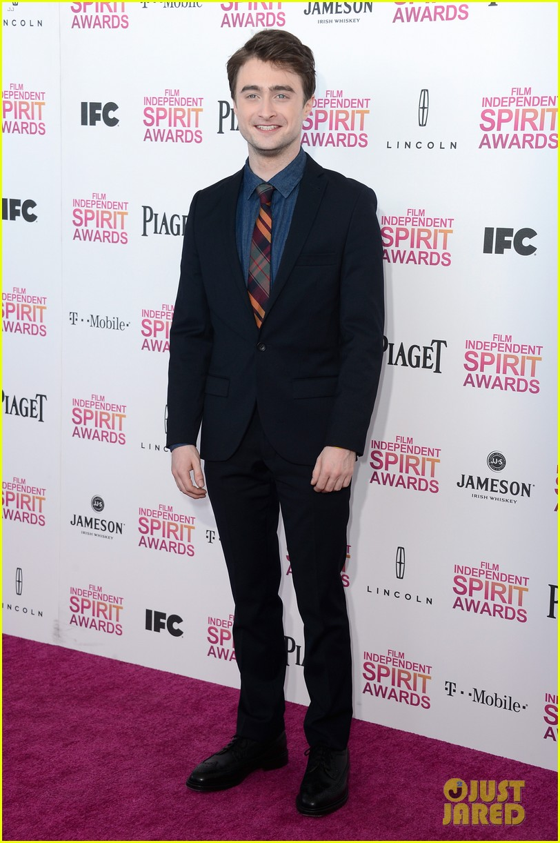 jeremy renner daniel radcliffe independent spirit awards 2013 012817978