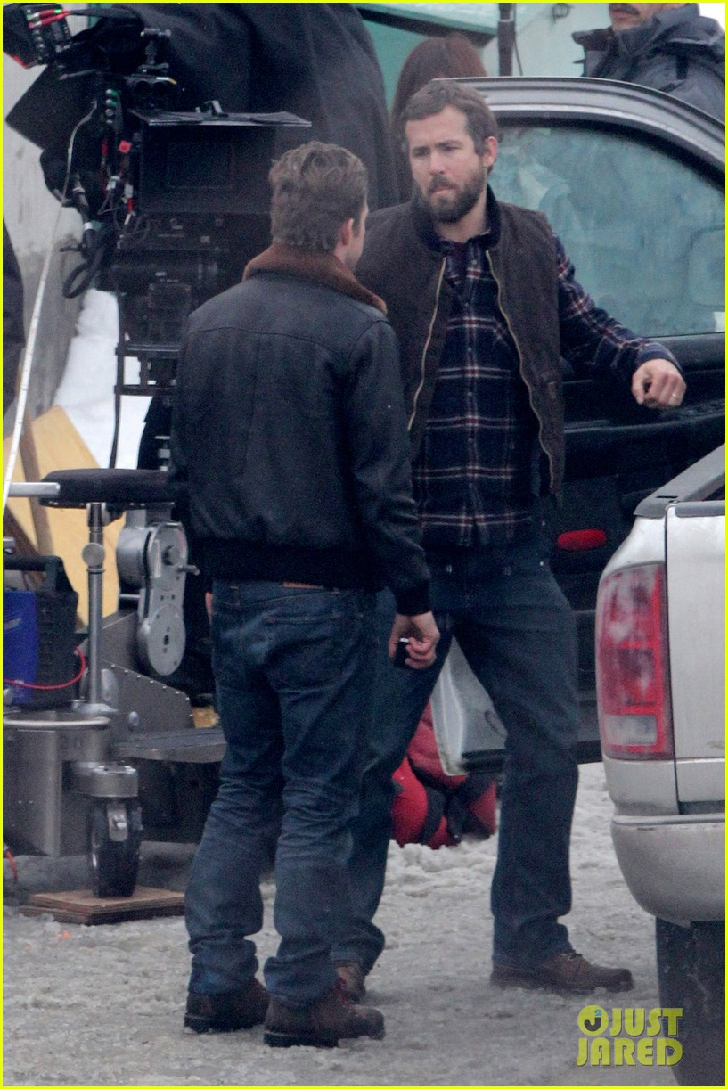 ryan reynolds punches scott speedman on queen of the night set 14