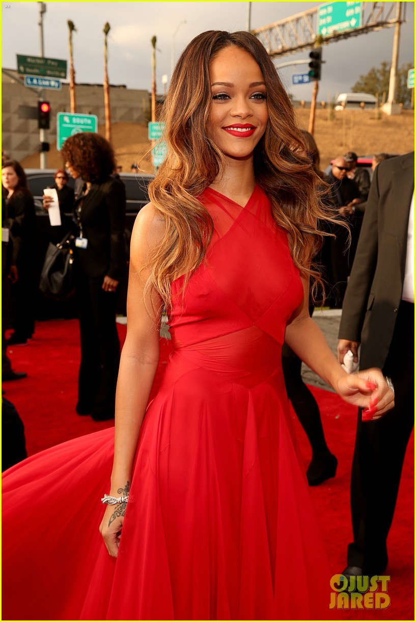rihanna grammys 2013 red carpet 152809321