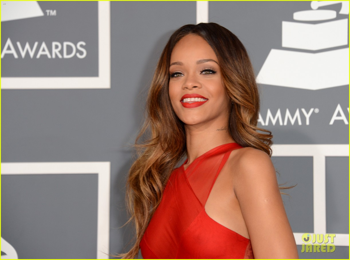 rihanna grammys 2013 red carpet 182809324