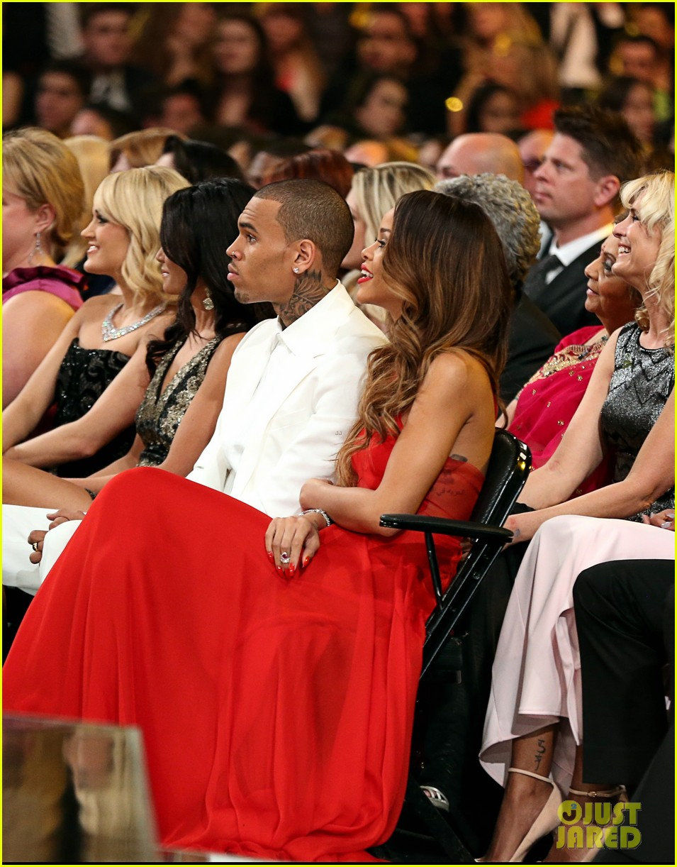 rihanna chris brown grammys 2013 seatmates pics 06
