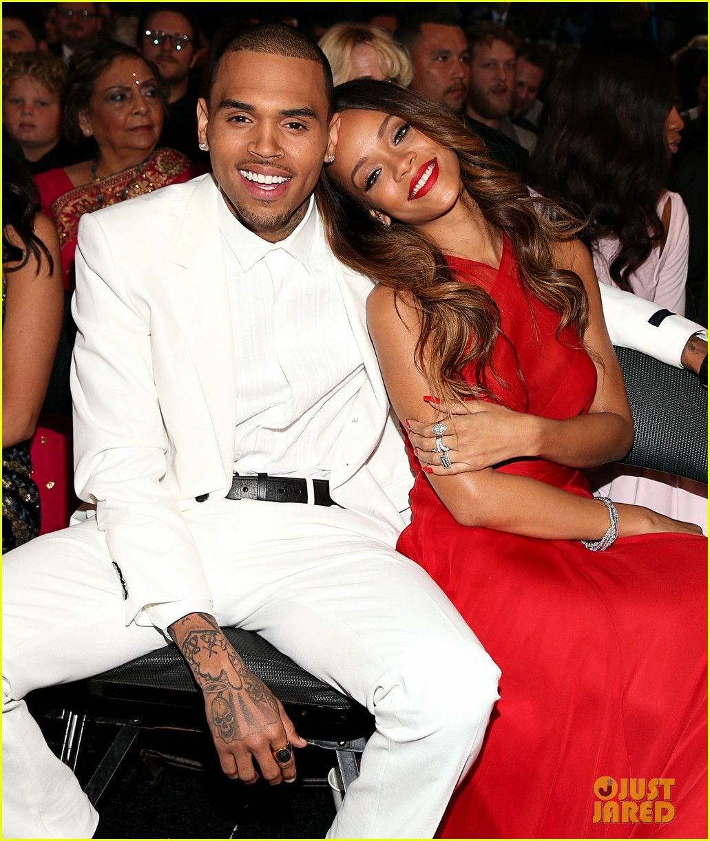 rihanna chris brown grammys 2013 seatmates pics 08