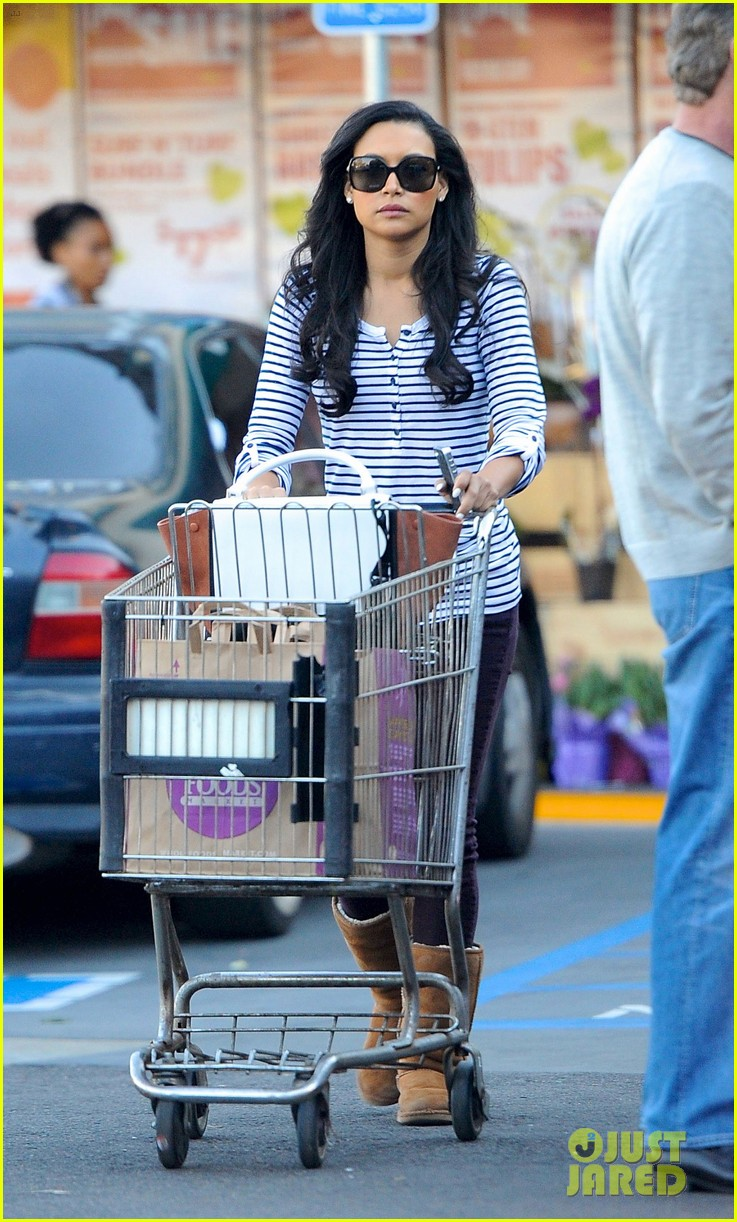 naya rivera steps out after huge santana event on glee 02