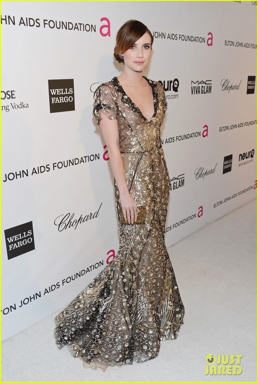 emma roberts elton john oscars party with evan peters 03