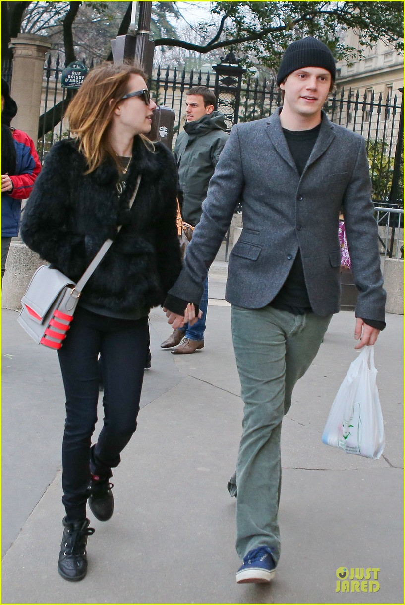 emma roberts evan peters paris sightseeing couple 01
