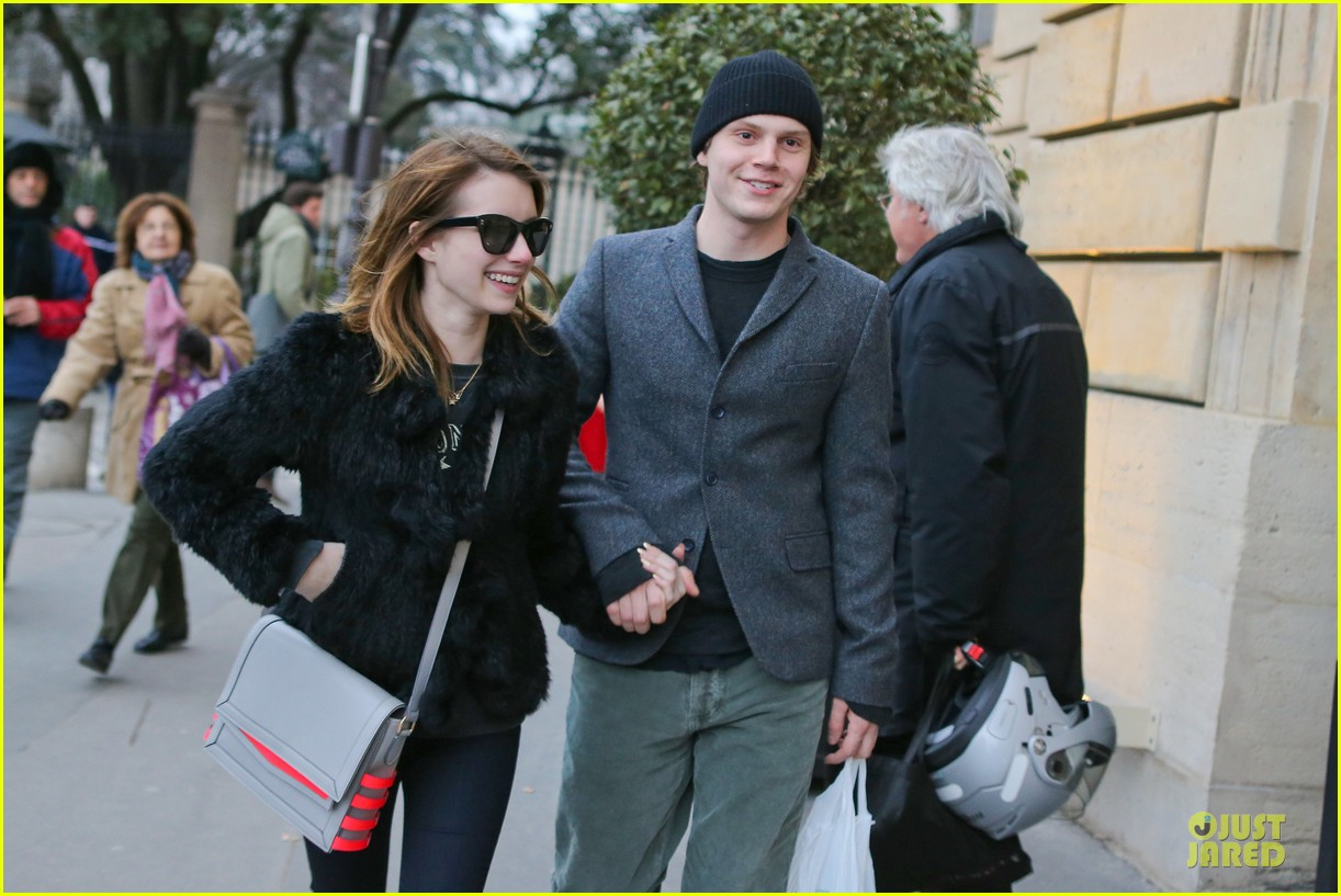 emma roberts evan peters paris sightseeing couple 02