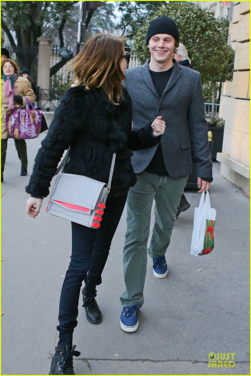 emma roberts evan peters paris sightseeing couple 03