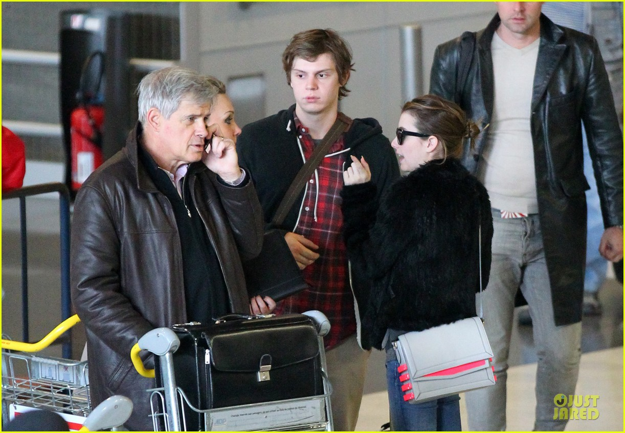 emma roberts evan peters paris sightseeing couple 04