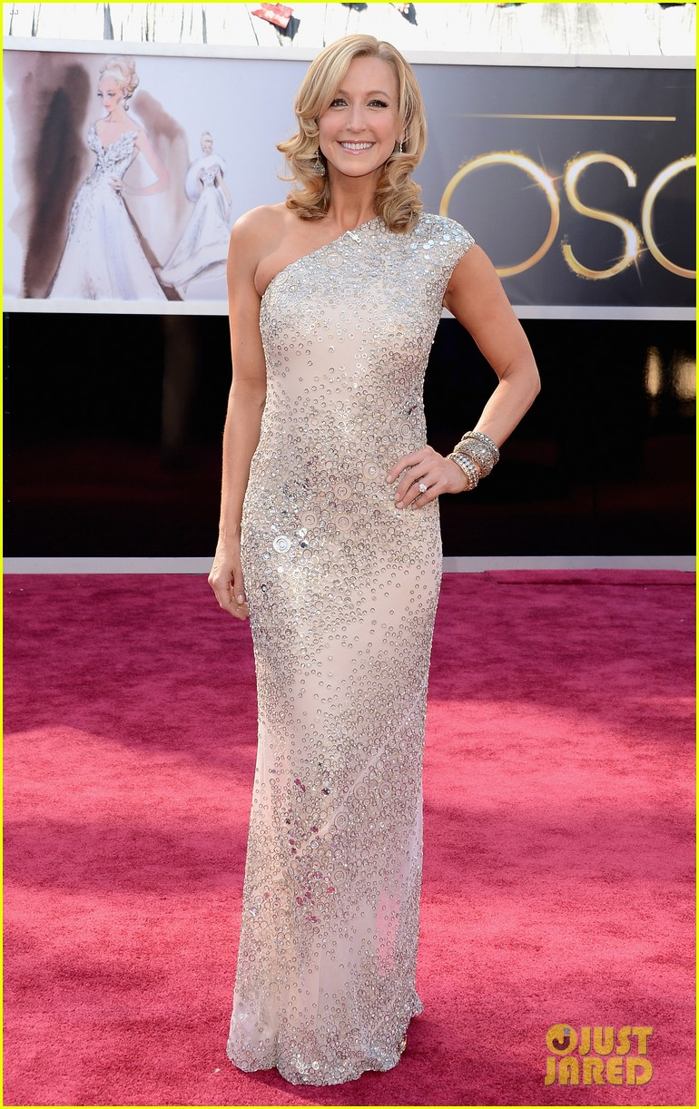 robin roberts lara spencer oscars 2013 red carpet 05