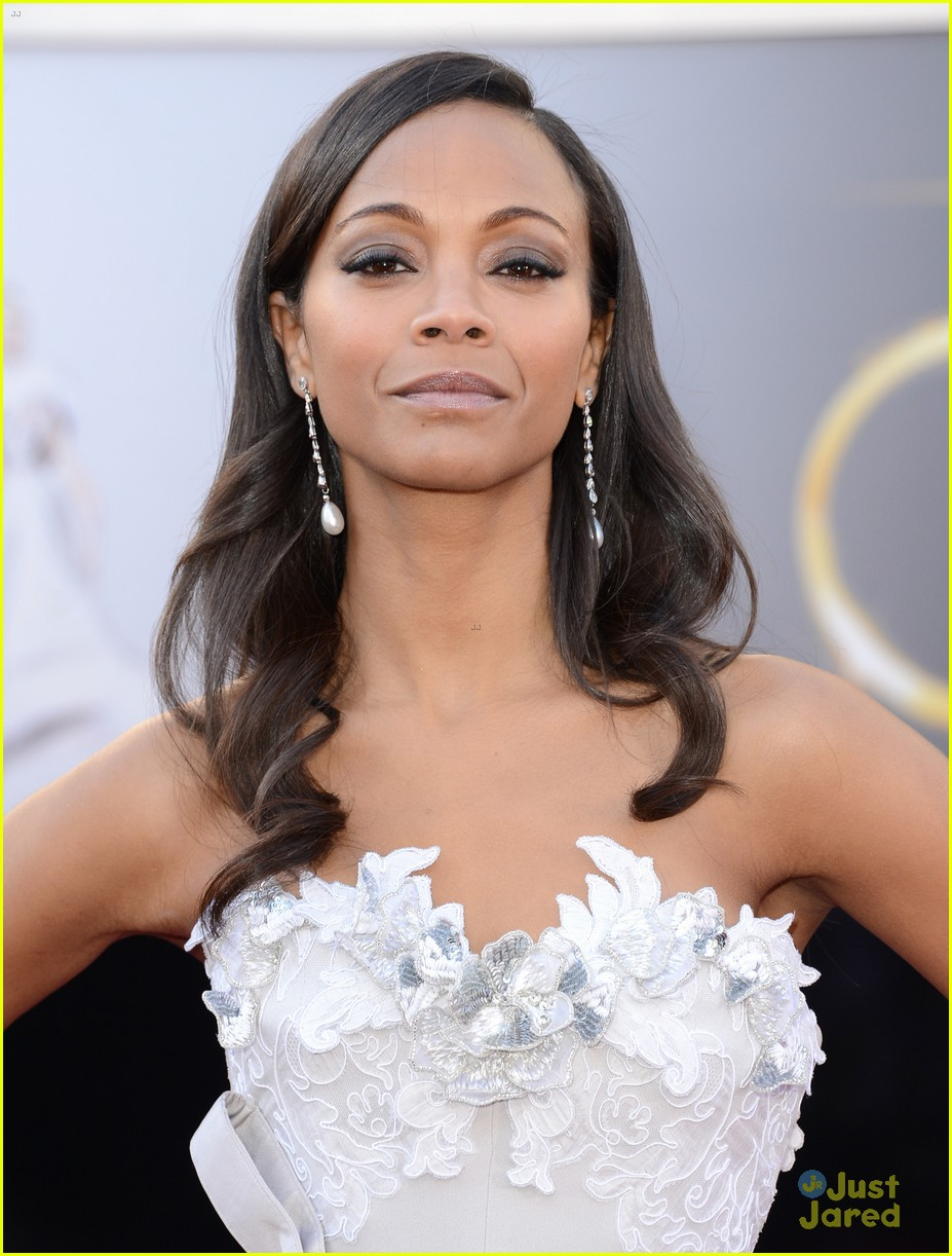 zoe saldana oscars 2013 red carpet 10