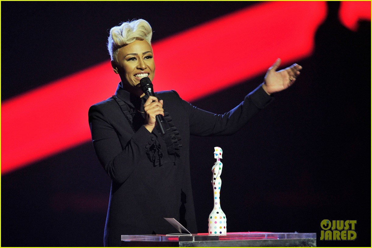 emeli sande brit awards 2013 performance red carpet 03