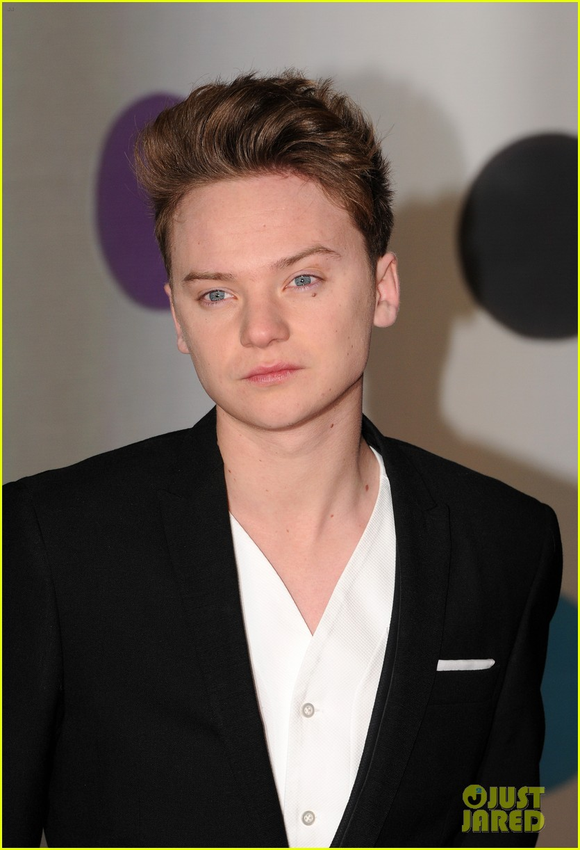 ed sheeran conor maynard brit awards 2013 red carpet 10